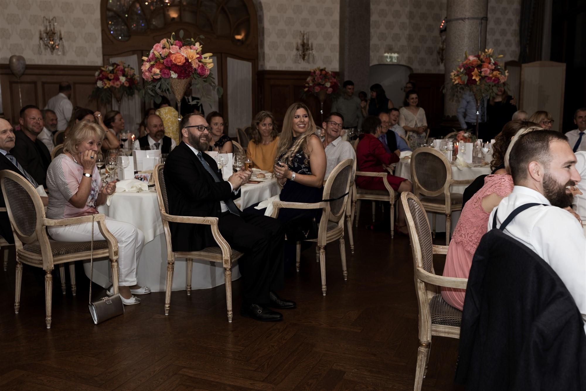 Das Hochzeitsfest im Grand Hotel Les Trois Rois - Location - Applaus der Gäste - Hochzeitsfotograf Basel