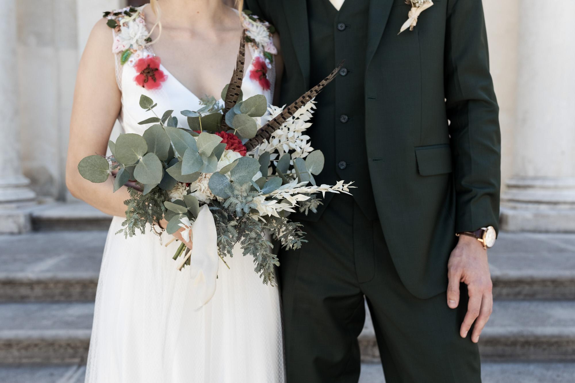 Brautpaar vor dem Dom - Der Brautstrauss