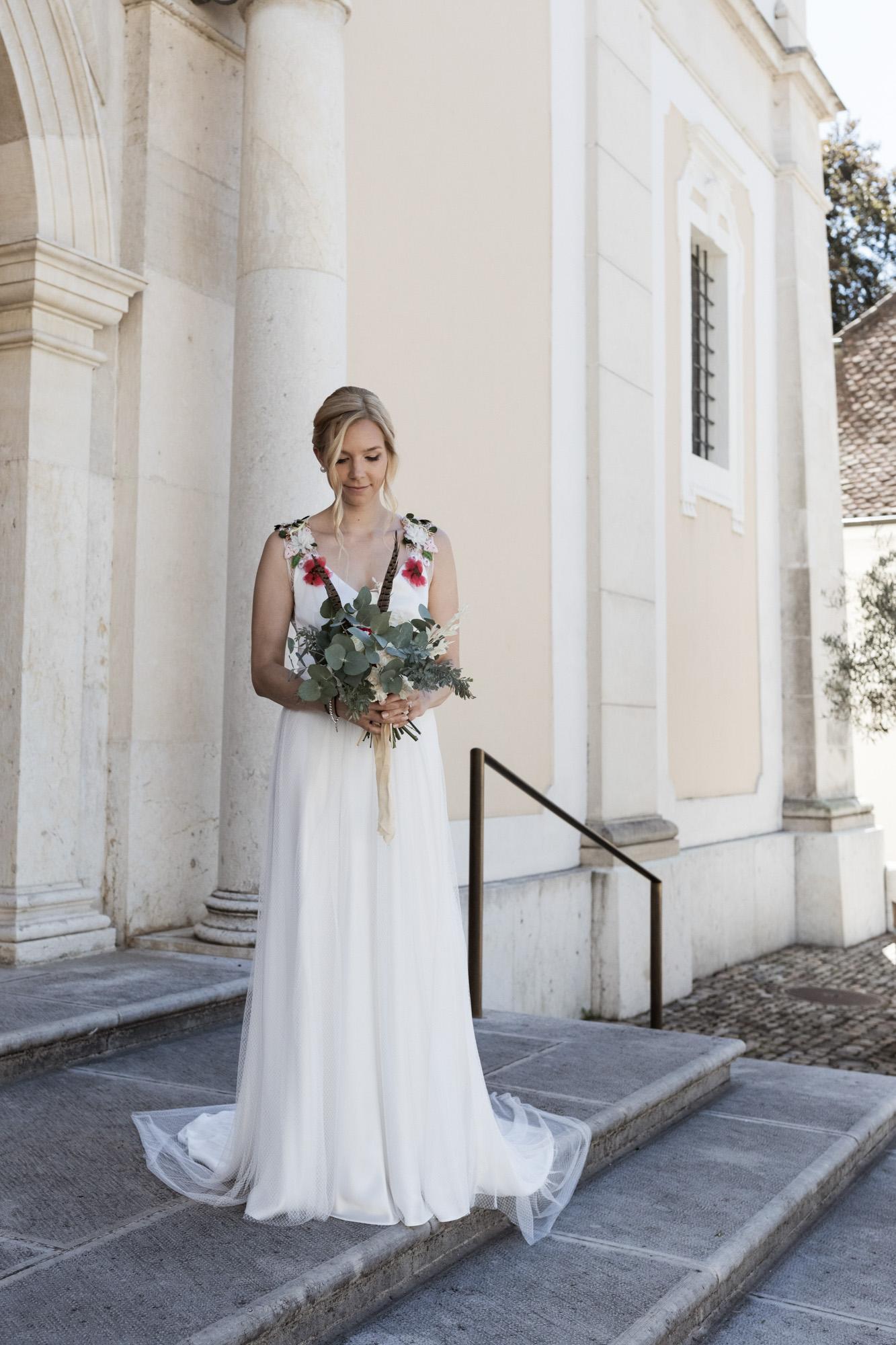 Die Braut mit ihrem schönen Brautstrauss