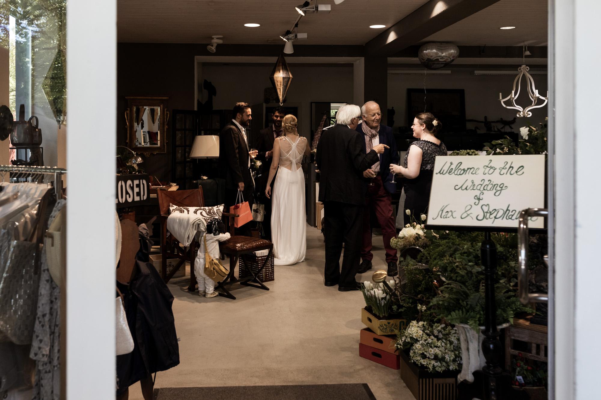 Hochzeitsapero im Möbelladen