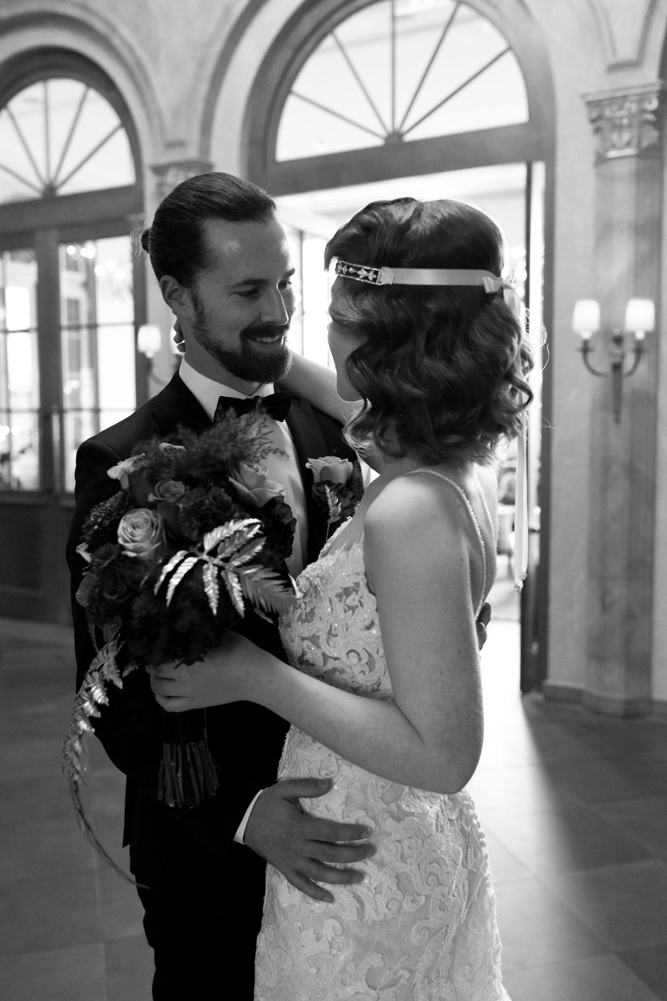 First Look Brautpaar Grand Hotel Les Trois Rois Basel - Hochzeitsfotografen Basel
