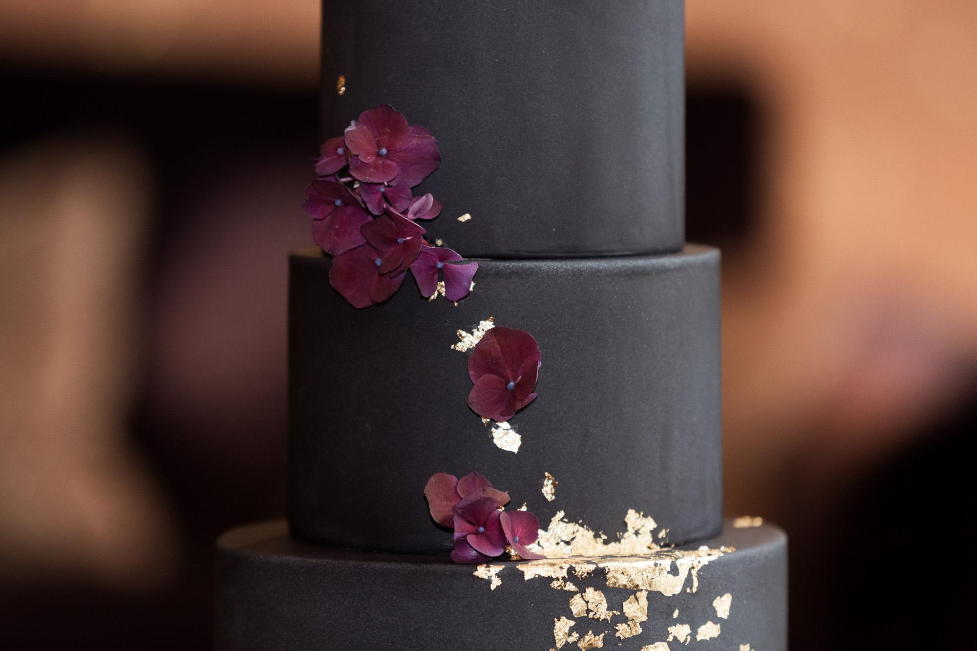 Elegante Hochzeitstorte - Grand Hotel Les Trois Rois in Basel - Die winterliche Hochzeitstorte von Mimis Cupcake - Nicole.Gallery