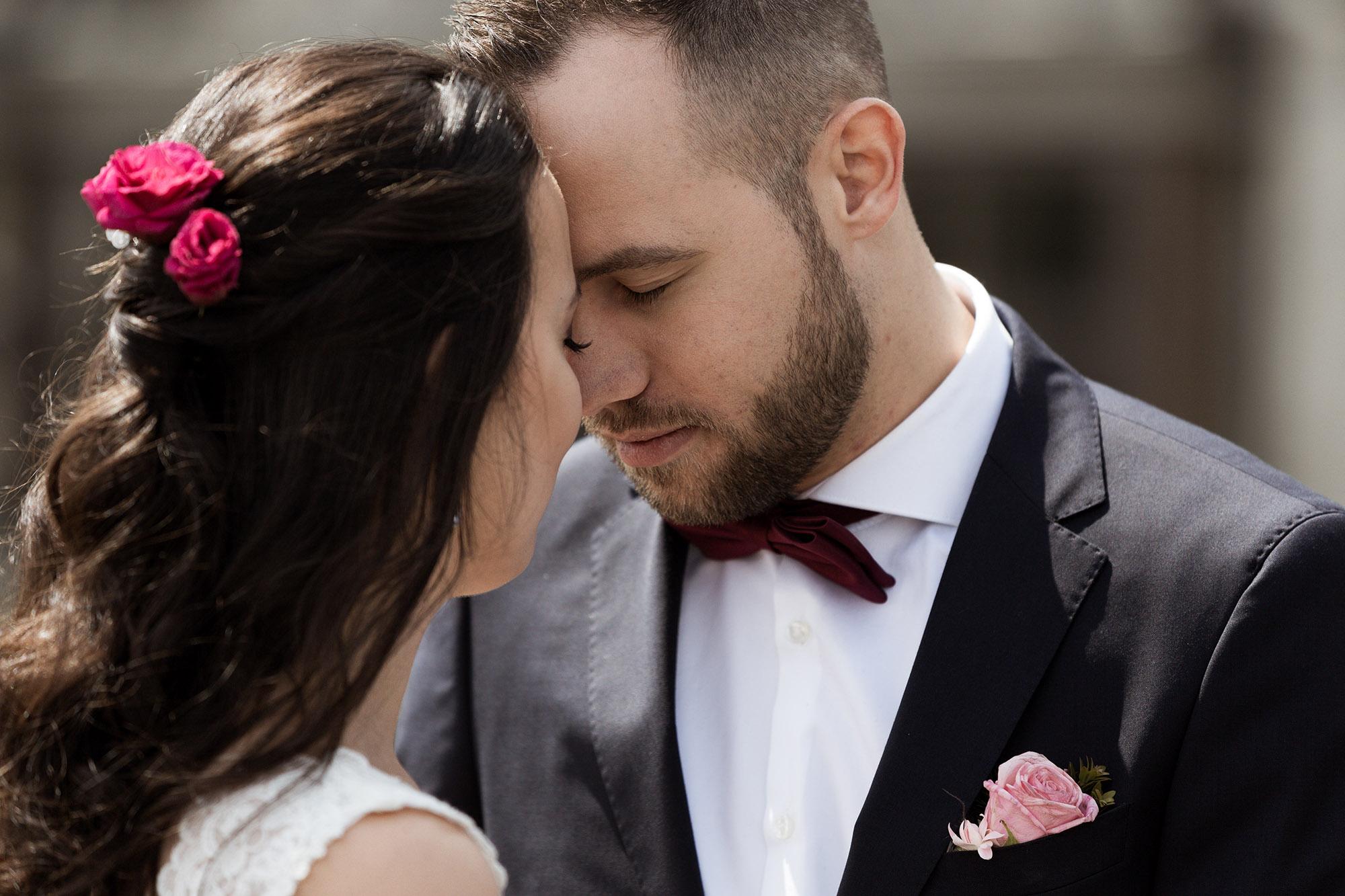E & F - Hochzeit in Basel - Brautpaar im Basler Münster