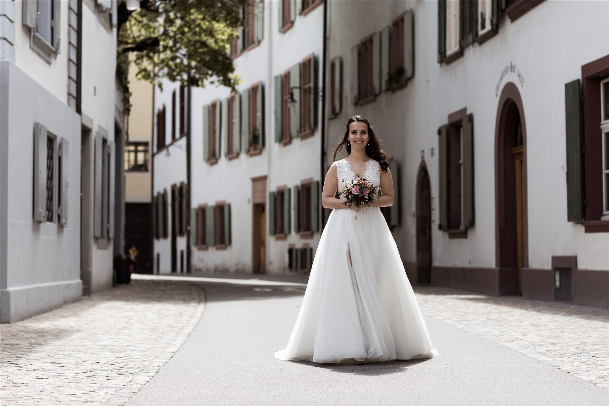 Die hübsche Braut beim Fotoshooting - Hochzeitsfotograf Basel