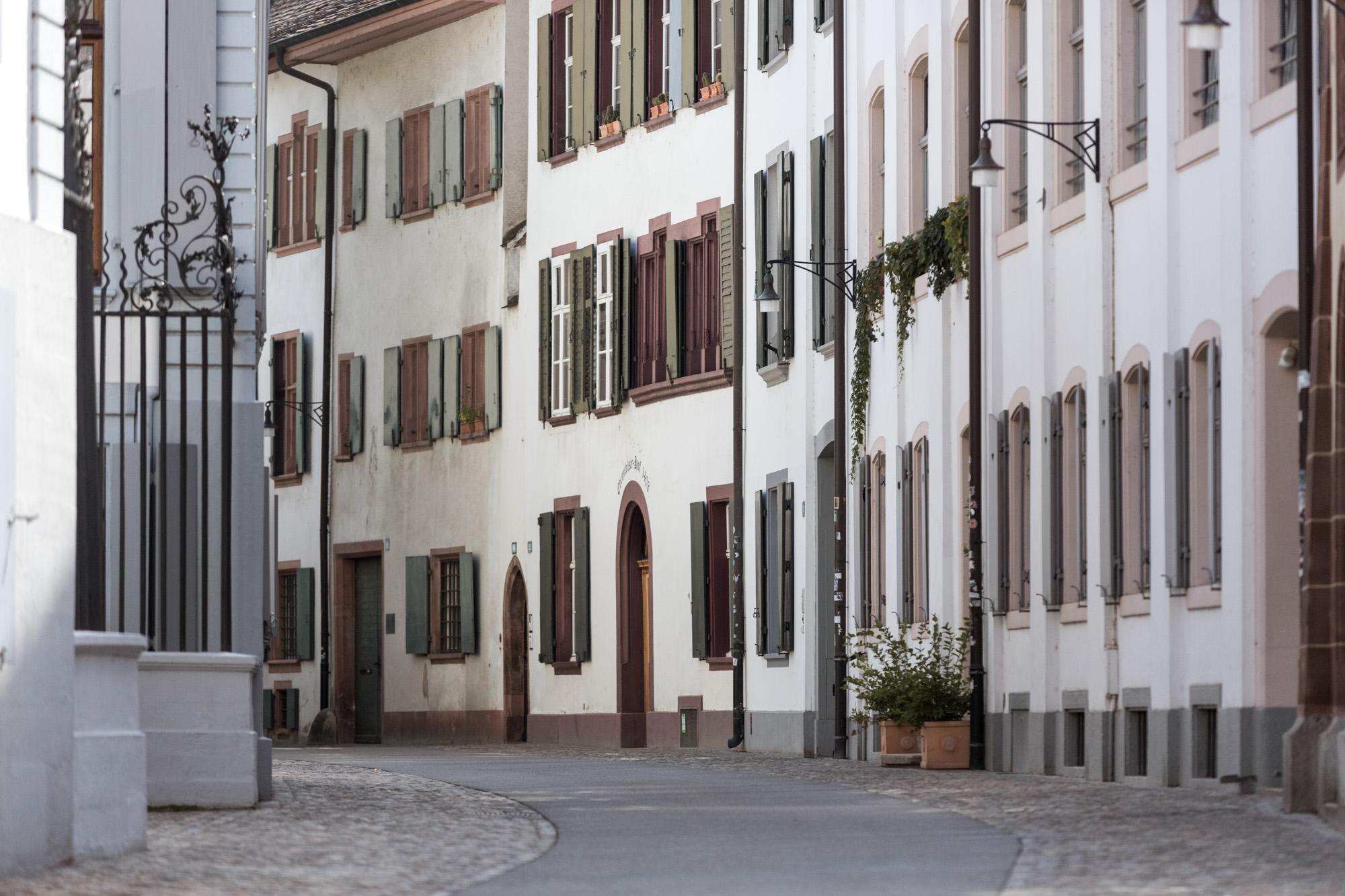 Martinsgasse in Basel - Fotoshooting in den Gassen der Altstadt in Basel