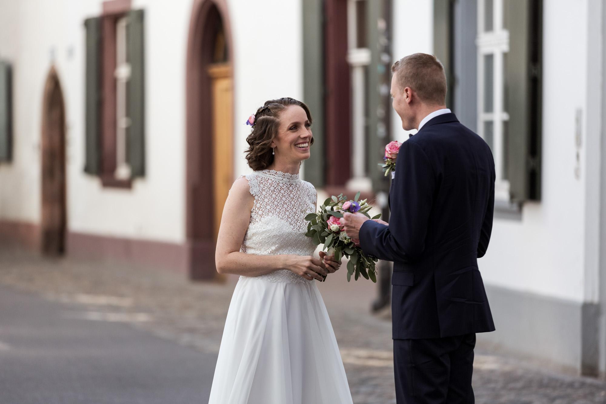 Das Brautpaar sieht sich am Hochzeitstag zum ersten Mal - Hochzeitsfotografen Basel