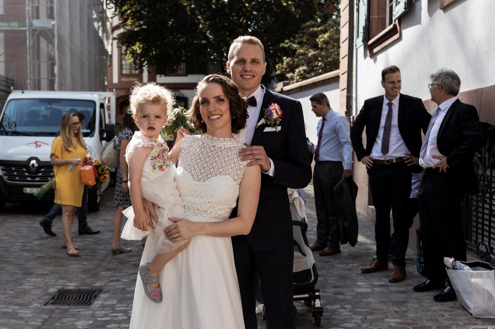 Das Brautpaar beim Zivilstandsamt Basel - Hochzeitsfotografen Basel