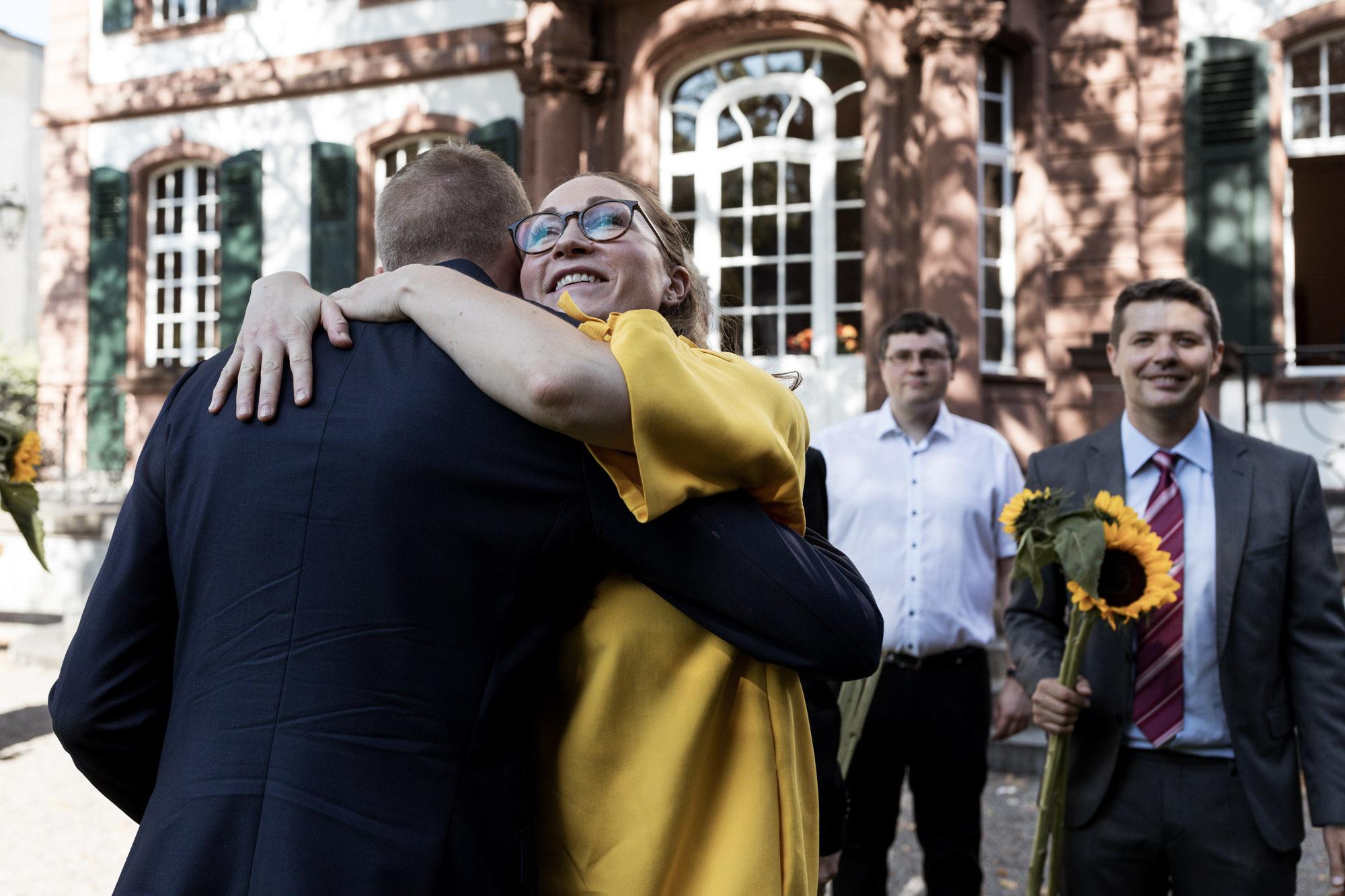 Gratulationen nach der Trauung - Hochzeitsfotografen Basel